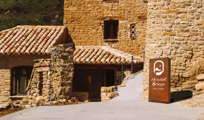 020_heredad-beragu-diseno-aplicaciones-especiales-rotulacion-hierro-luminosos-restaurante-hotel-rural-turismo